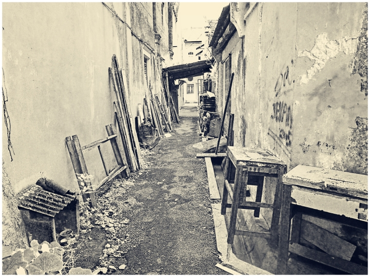 alley09