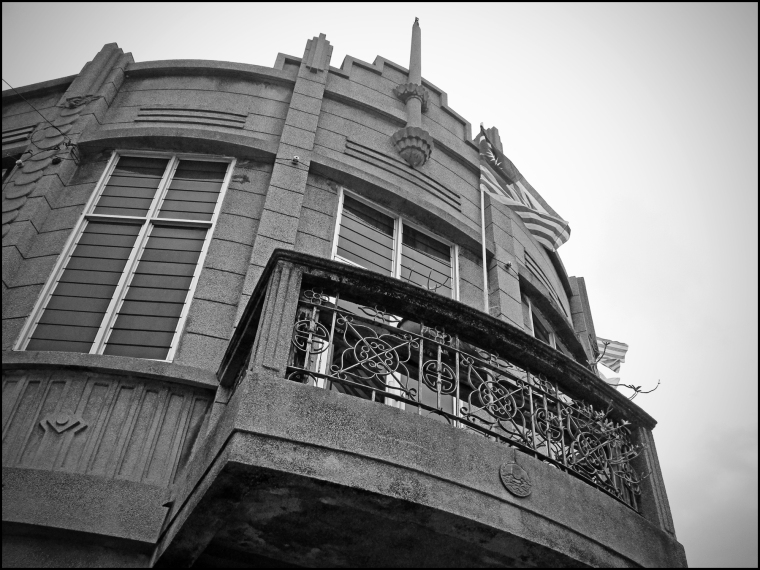 building07bw